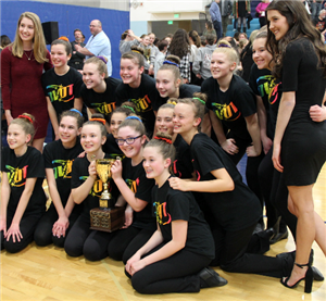 Oak View MS poses with trophy after competition